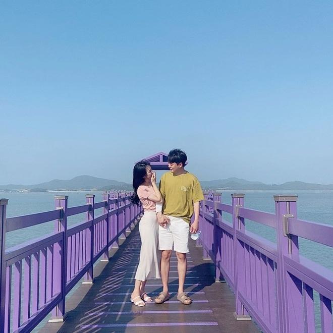 """Một hòn đảo kỳ lạ vừa xuất hiện ở Hàn Quốc đã tạo cơn bão check-in trên MXH: Tất cả mọi thứ đều nhuốm màu """"tím lịm tìm sim"""" - Ảnh 17."""