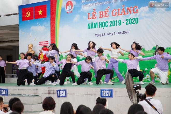 Lễ bế giảng của ngôi trường 60 năm tuổi ở Sài Gòn: Dàn nữ sinh khiến người khác ngẩn ngơ mê mẩn - Ảnh 13.