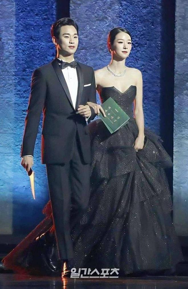 Couple Điên Thì Có Sao Kim Soo Hyun - Seo Ye Ji: Hôn hụt từ 6 năm trước, tướng phu thê, còn rõ rành rành hint hậu trường - Ảnh 12.