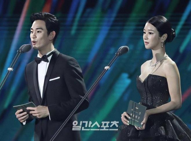 Couple Điên Thì Có Sao Kim Soo Hyun - Seo Ye Ji: Hôn hụt từ 6 năm trước, tướng phu thê, còn rõ rành rành hint hậu trường - Ảnh 11.