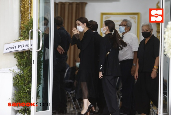 Đám tang bố nữ minh tinh Thái gây chú ý: Dàn sao khủng xuất hiện, Lisa (BLACKPINK) đích thân gửi vòng hoa chia buồn - Ảnh 3.