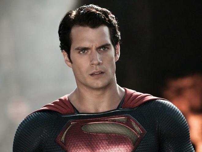 Bóng gió chê bai cha đẻ Avengers, đạo diễn Justice League khoe hẳn suit đen siêu bốc của Superman để dằn mặt - Ảnh 5.