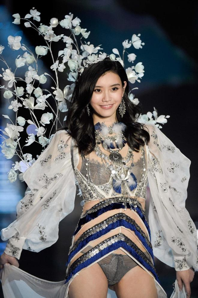 4 nàng dâu gia tộc trùm sòng bạc Macau: Dâu trưởng khắc phu đến ám ảnh, Ming Xi thị phi, Lọ Lem đời thực không trụ được - Ảnh 17.