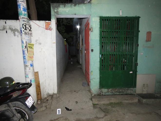 Người vợ dùng xăng phóng hoả đốt chồng do ghen tuông khiến 2 người bị bỏng ở Sài Gòn - Ảnh 2.