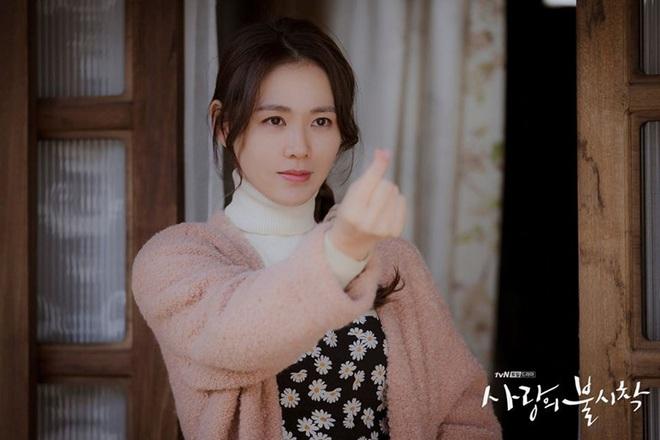 Knet phấn khích với màn xâm lấn Hollywood của chị đẹp Son Ye Jin: Xinh thế này sao đóng vai nghèo khổ được đây? - Ảnh 1.