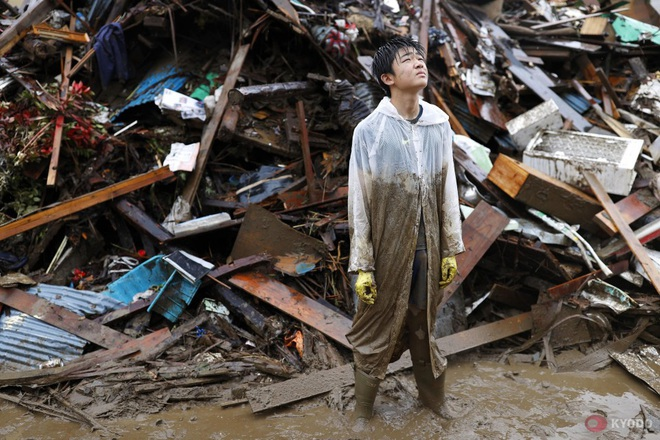 Chùm ảnh: Nhật Bản tan hoang khi lũ lớn càn quét giữa thời điểm bóng ma của đại dịch Covid-19 vẫn đang hiện diện - Ảnh 5.