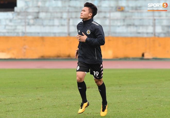 Quang Hải ốm sốt liên miên, Hà Nội FC vẫn phải mang đội hình dặt dẹo đến Đà Nẵng - Ảnh 1.