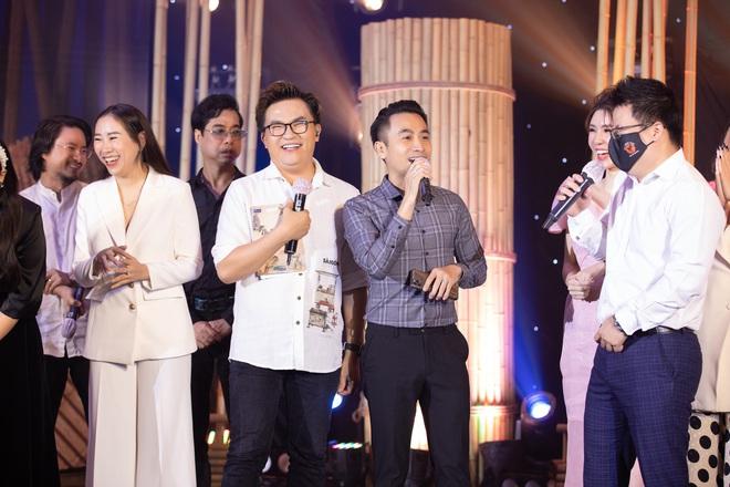 Minh Nhựa mạnh tay chi hơn 400 triệu đấu giá váy cưới của Lương Thuỳ Linh ủng hộ Đà Nẵng chống dịch Covid-19 - Ảnh 3.