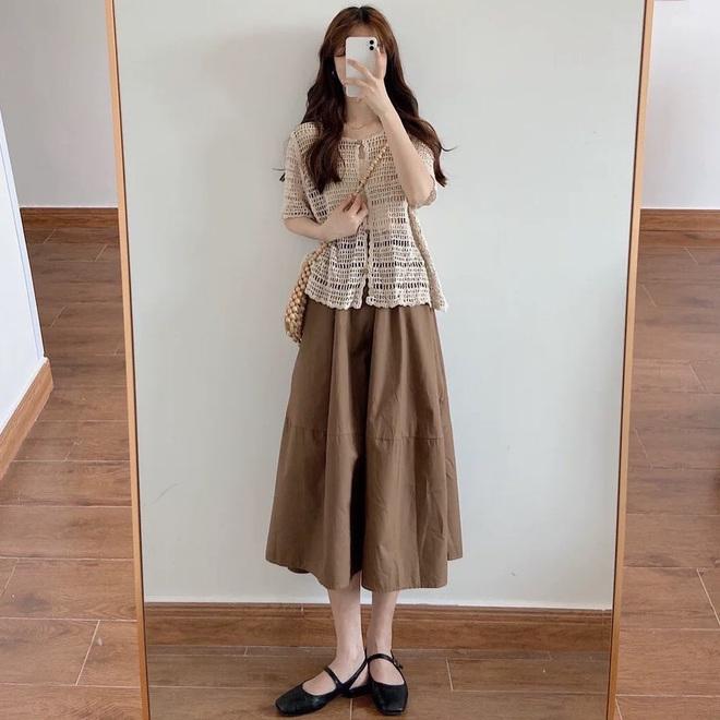 Kiểu áo bạn nên sắm trước tiên thu này chính là cardigan len móc, diện lên xinh chuẩn Hàn Quốc - Ảnh 5.
