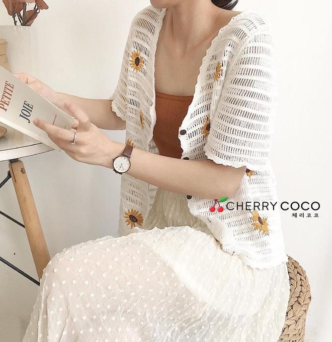 Kiểu áo bạn nên sắm trước tiên thu này chính là cardigan len móc, diện lên xinh chuẩn Hàn Quốc - Ảnh 19.