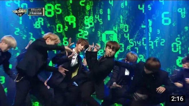 Jin (BTS) vẫn thần thái bất chấp vũ đạo cực bốc trong khi Jungkook, Jimin, V mặt méo xệch, tài năng ẩn dật của trai đẹp toàn cầu đấy! - Ảnh 14.