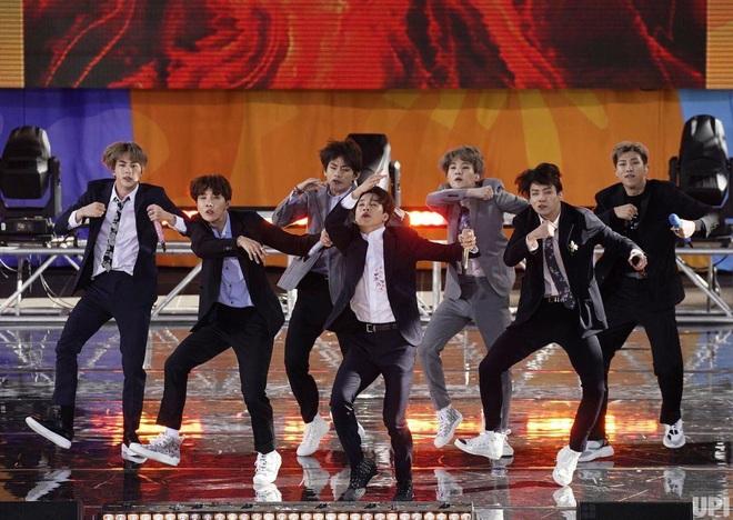 Jin (BTS) vẫn thần thái bất chấp vũ đạo cực bốc trong khi Jungkook, Jimin, V mặt méo xệch, tài năng ẩn dật của trai đẹp toàn cầu đấy! - Ảnh 9.