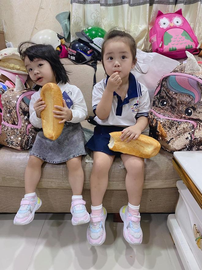 Sao Việt ngày đầu cho con nhập học: Lâm Vỹ Dạ cẩn thận chuẩn bị khẩu trang phòng dịch, Hoàng Bách tự so sánh sự trẻ trung của mình với... con gái - Ảnh 8.