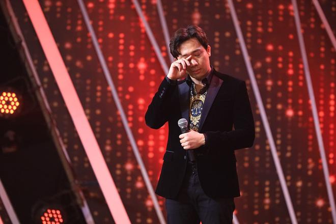 Rơi nước mắt ngay tập mở màn Rap Việt, Trấn Thành được khen ngợi bởi lối dẫn dắt chuyên nghiệp - Ảnh 2.