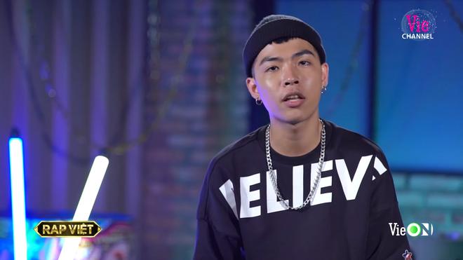 Chàng thợ cắt tóc về team Binz trong Rap Việt: Rap đã hay mà ngoại hình còn siêu cool ngầu - Ảnh 1.