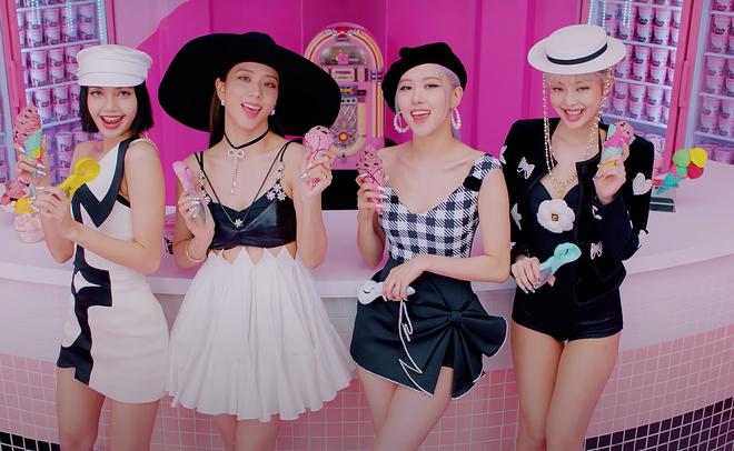 BLACKPINK có 6 set đồ nhóm trong MV mới nhưng phân nửa đều sến sẩm và quê kiểng khó tin, bộ YG mướn stylist JYP sang làm dùm? - Ảnh 2.