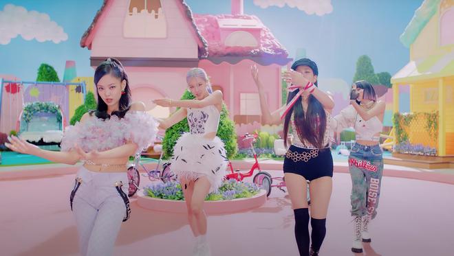 BLACKPINK có 6 set đồ nhóm trong MV mới nhưng phân nửa đều sến sẩm và quê kiểng khó tin, bộ YG mướn stylist JYP sang làm dùm? - Ảnh 4.