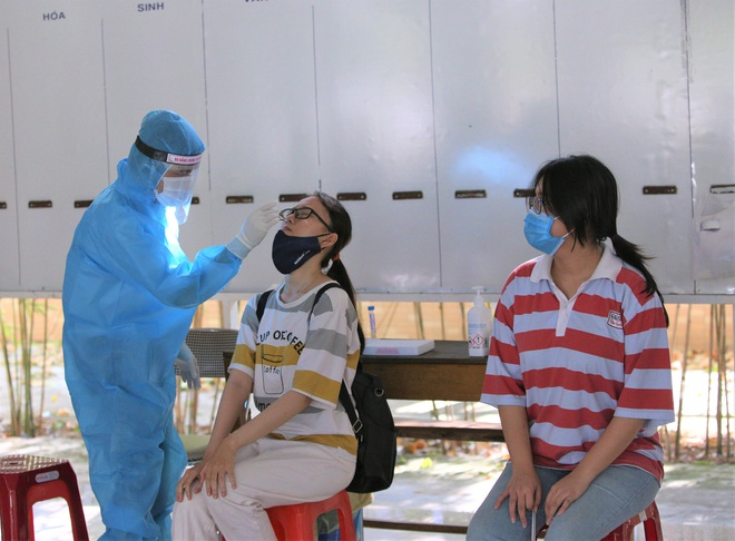 Ảnh: 11.000 sĩ tử ở Đà Nẵng được lấy mẫu xét nghiệm Covid-19 trước kỳ thi tốt nghiệp THPT 2020 đợt 2 - Ảnh 14.
