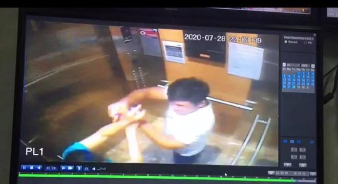 Công an thông tin vụ người đàn ông xịt cồn vào mặt phụ nữ vì bị nhắc nhở đeo khẩu trang trong thang máy chung cư Sài Gòn - Ảnh 1.