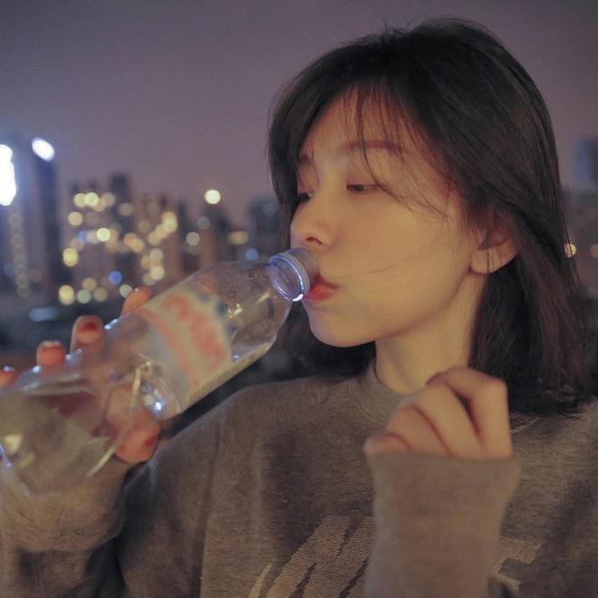 4 khung giờ phải uống nước mỗi ngày để thúc đẩy quá trình giải độc cơ thể, giúp da khỏe đẹp, rạng rỡ hơn - Ảnh 3.