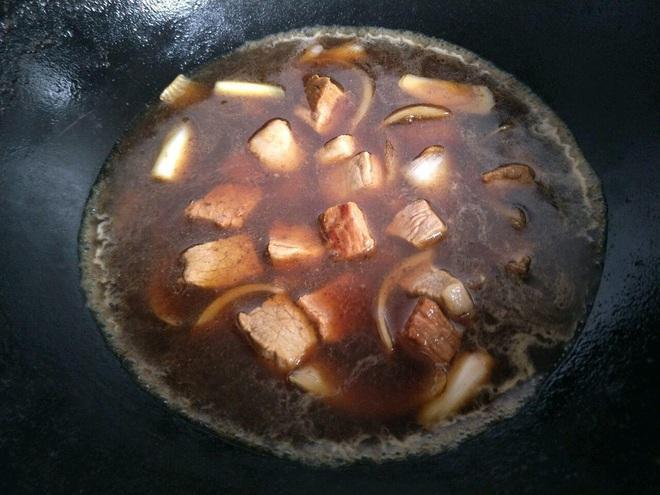 Dùng dầu hào khi nấu nướng nên nhớ quy tắc 3 không để tránh gây hại tới sức khỏe lẫn hương vị món ăn - Ảnh 3.