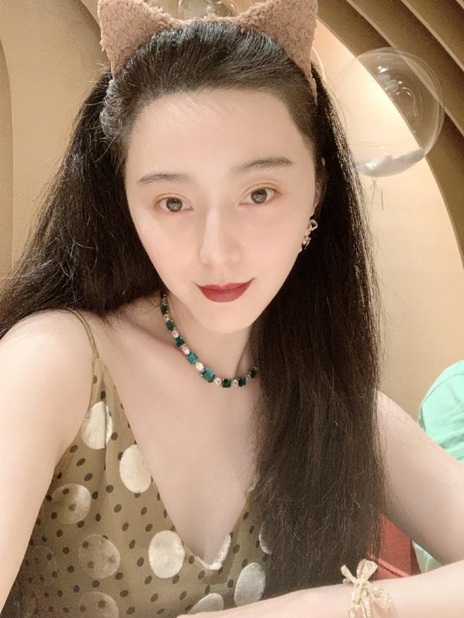 Sau nghi vấn tỏ tình Lý Thần, Phạm Băng Băng rạng rỡ đón sinh nhật, mặc váy rộng cố ý che vòng 2 làm rộ nghi vấn bầu bí - Ảnh 2.
