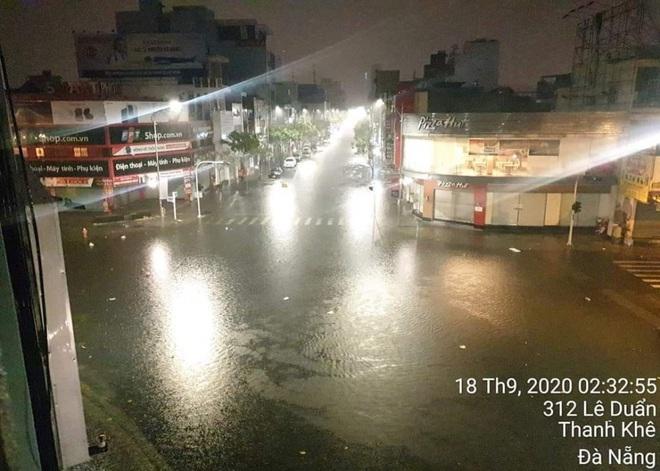 Ảnh hưởng của bão số 5: Đà Nẵng gió lốc, mưa lớn kèm sấm chớp - Ảnh 1.