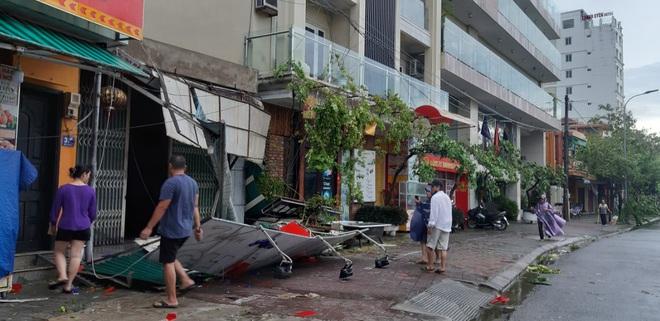 Bão số 5 khiến 23 người bị thương, 1 người đàn ông đi xe máy bị cây đè tử vong - Ảnh 3.