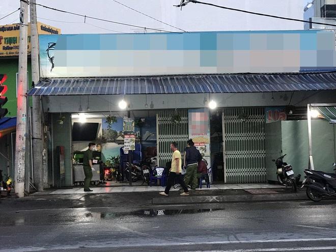 Nhóm thanh niên truy sát khiến 1 người tử vong, 2 người bị thương ở Sài Gòn - Ảnh 1.
