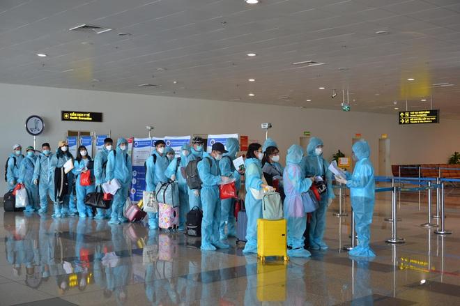 Chuyến bay thương mại quốc tế đầu tiên về Việt Nam của ngành hàng không Việt sau thời gian dài bị ảnh hưởng bởi Covid-19 - Ảnh 8.