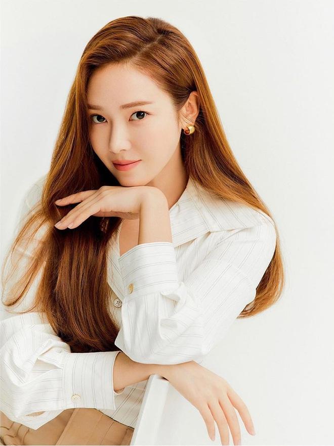 Jessica khen BTS và BLACKPINK nức nở trước thềm ra mắt tiểu thuyết gây tranh cãi, lý do liên quan đến sự bành trướng của Kpop? - Ảnh 1.
