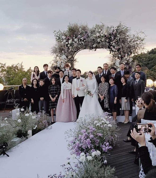 Đám cưới hot nhất Kbiz hôm nay: Nam thần Kpop một thời bảnh bao bên huyền thoại Shinhwa, nhan sắc cô dâu gây bất ngờ - Ảnh 8.