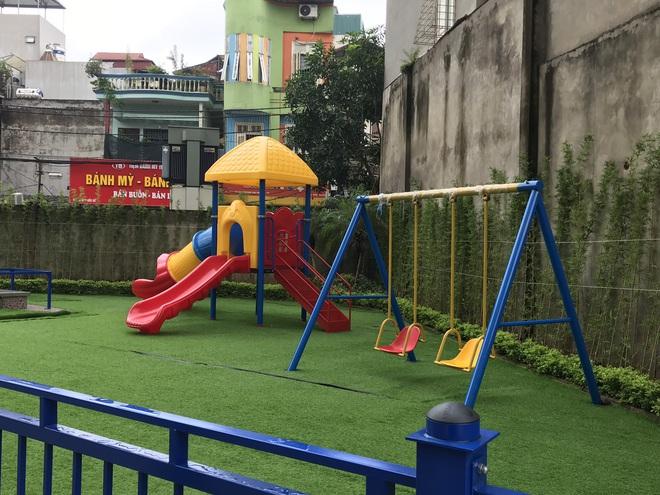 Nhà trường lên tiếng sau vụ bé gái 5 tuổi ngã gãy tay, nguy cơ bị liệt khi đang trong giờ học - Ảnh 6.