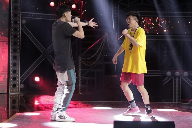 Suboi giản dị, nhí nhố trên sàn tập vòng Đối đầu cùng cả team Rap Việt - Ảnh 14.