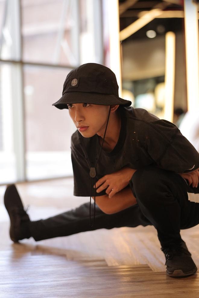 Suboi giản dị, nhí nhố trên sàn tập vòng Đối đầu cùng cả team Rap Việt - Ảnh 20.