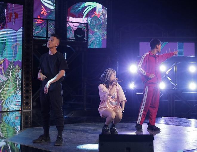 Suboi giản dị, nhí nhố trên sàn tập vòng Đối đầu cùng cả team Rap Việt - Ảnh 12.
