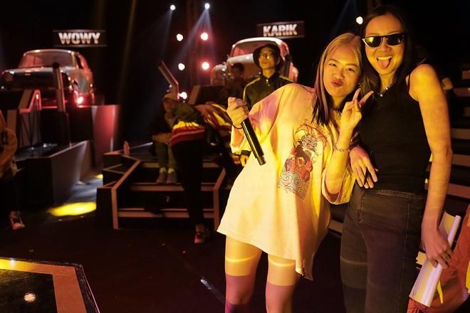 Suboi giản dị, nhí nhố trên sàn tập vòng Đối đầu cùng cả team Rap Việt - Ảnh 6.