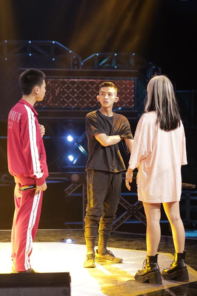 Suboi giản dị, nhí nhố trên sàn tập vòng Đối đầu cùng cả team Rap Việt - Ảnh 13.