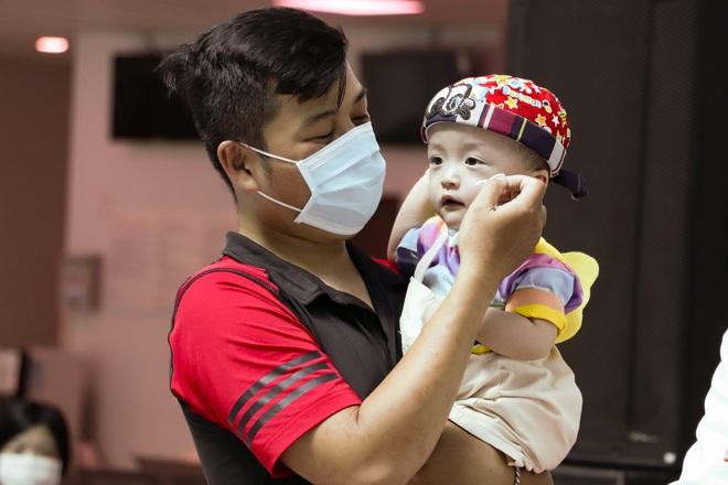 Bố mẹ Trúc Nhi - Diệu Nhi xúc động đón Trung thu đầu tiên với 2 con, tuần sau 2 bé xuất viện về nhà - Ảnh 8.