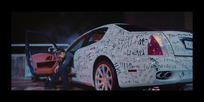 16 giây teaser của BLACKPINK có gì: Jisoo chạy vì trễ xe buýt, Jennie có duyên với xe hơi vẽ chằng chịt và Lisa... ôm lấy chính mình? - Ảnh 12.