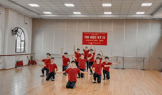 Tập múa cực kì uyển chuyển cho bài thi cuối kỳ, dàn nam sinh trường Văn hoá Nghệ thuật thu về clip 2 triệu view - Ảnh 4.