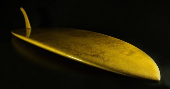 Ván lướt sóng dát vàng giá 4 tỷ đồng đem tới cảm giác sang chân