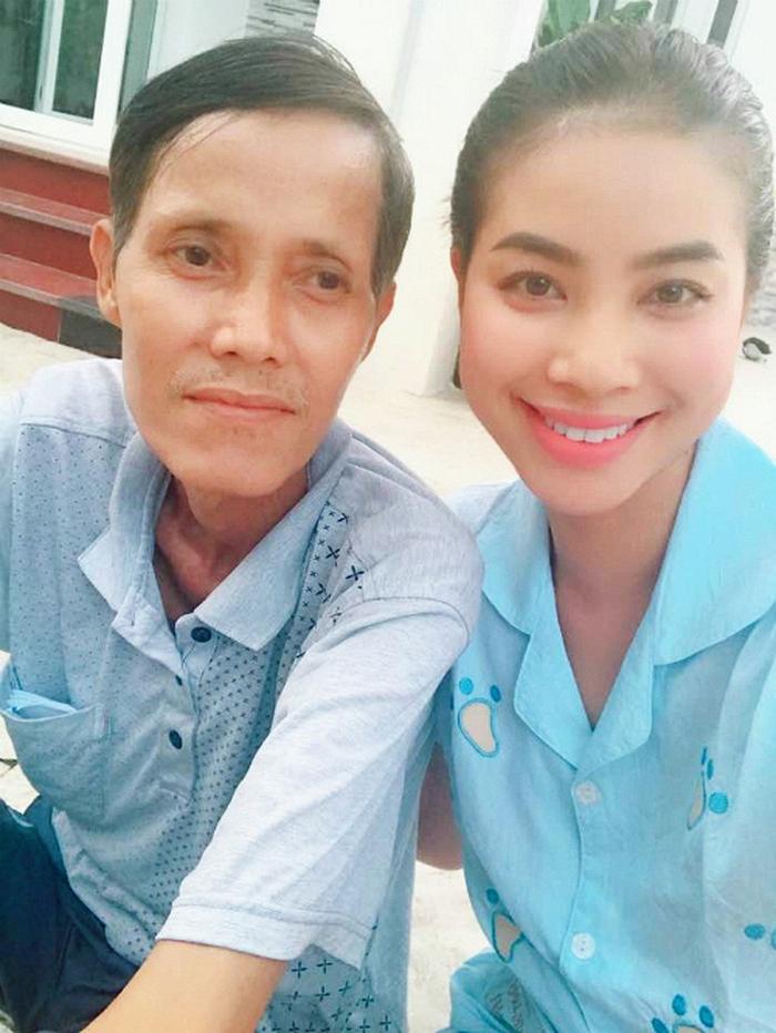 Bố đang trong cơn nguy kịch, Phạm Hương khẩn cầu dân mạng giúp đỡ tìm nguồn máu - Ảnh 2.