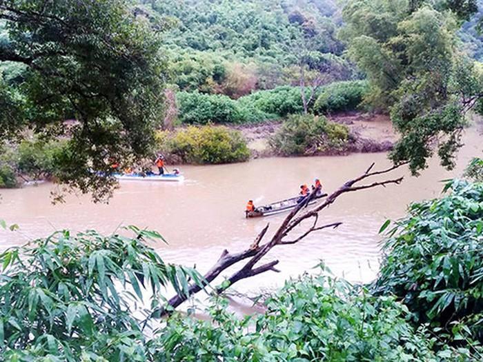 Chìm xuồng trên sông Krông Nô: 1 người chết, 4 người mất tích