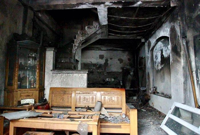 Vụ cháy khiến 4 người trong gia đình tử vong: Người dân tuyệt vọng vì nghe tiếng kêu cứu nhưng phá cửa bất thành - Ảnh 5.
