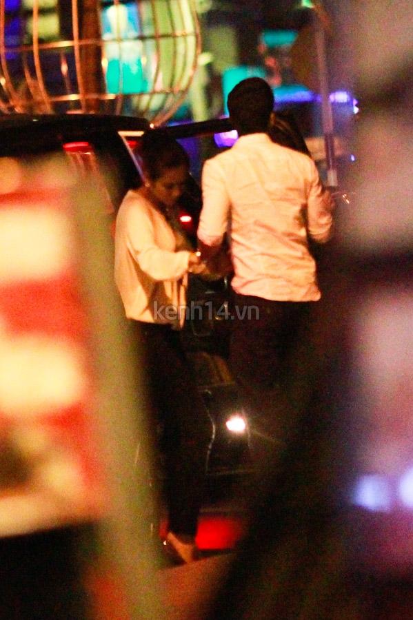 Vợ chồng Hà Tăng tay trong tay đi chơi đêm 14