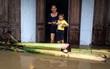 Chùm ảnh: Lũ lớn đổ về bất ngờ, hàng nghìn người dân Bình Định bị cô lập