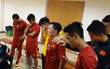 Nhìn Công Vinh, Thành Lương rưng rưng nói lời chia tay đội tuyển, chẳng ai có thể cầm được nước mắt!