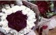 """Tặng thì không nhận, nhưng chờ chàng trai về cô gái lại... nhặt hoa lên mạng """"sống ảo"""" với người khác"""