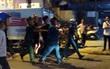 Thanh niên có biểu hiện say xỉn đấm, giật tung cúc áo công an ở Lâm Đồng